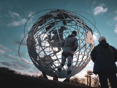 """Voller Einsatz: Joko Winterscheidt setzt in seiner neuen Quizshow """"Stiehl mir nicht die Show"""" (AT) seinen Job aufs Spiel // ProSieben zeigt die neue Prime-Time-Show im Frühjahr 2021"""
